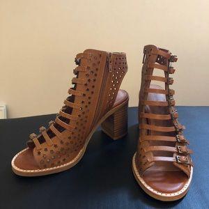 Jeffrey Campbell Houdini sandal size 6. New